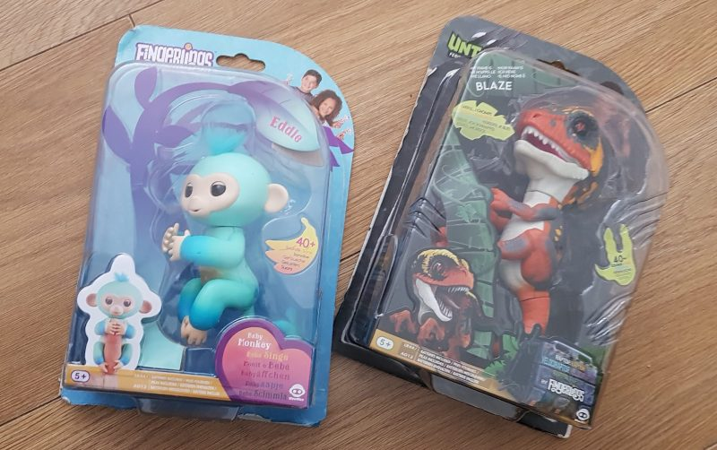 Fingerlings Eddie the monkey and untamed Blaze the dinosaur review and unboxing
